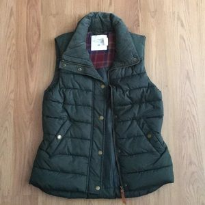Forest green puffer vest